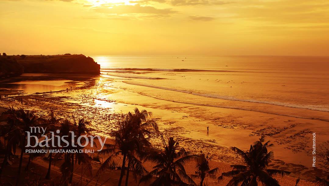 melihat sunset di Pantai Balangan