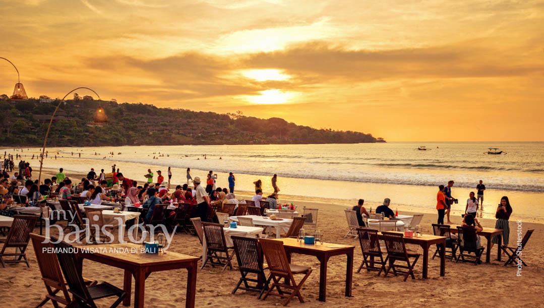 melihat sunset di Pantai Jimbaran