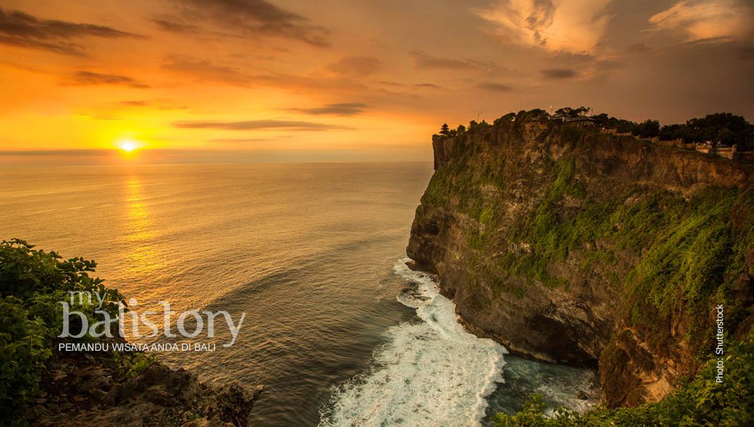 melihat sunset di Pura Uluwatu